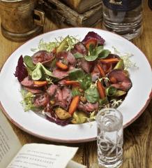 Зеленый салат с ростбифом