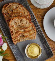 Тосты из деревенского хлеба с вологодским маслом